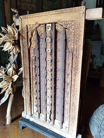 Lil'o bambous -Ancienne fenêtre indienne à barreaux en bois sculpté