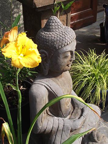 Lil'o bambous - Bouddha assis en pierre bleue