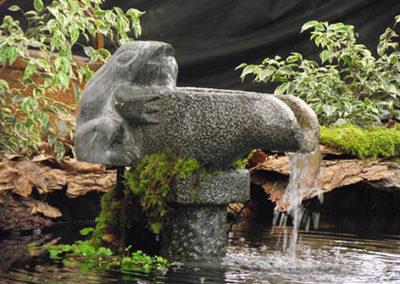 Lil'o bambous - Fontaine grenouille en pierre