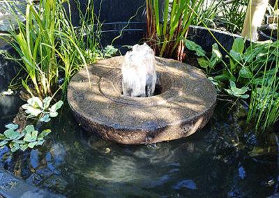Lil'o bambous - Fontaine roue indienne en pierre percée