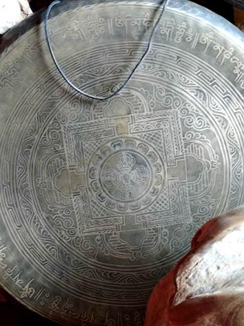 Lil'o bambous - Gong thibetain gravé