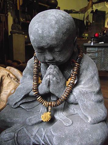 Lil'o bambous - Moine prieur en pierre