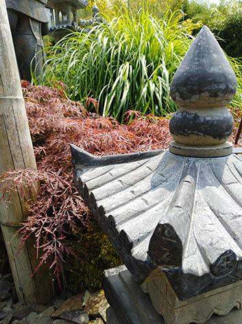 Lil'o bambous - Pagodes en pierre dans le jardin zen