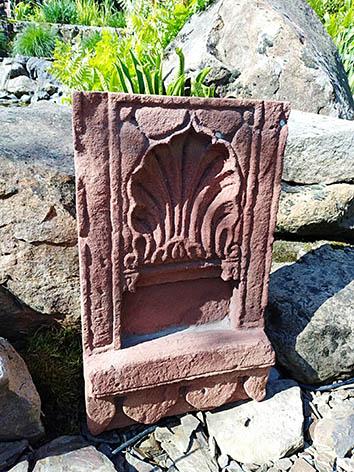 Lil'o bambous - Stèle indienne patinée en pierre rose