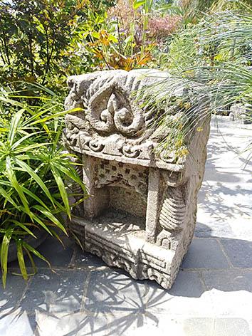 Lil'o bambous - Temple indien en pierre sculptée