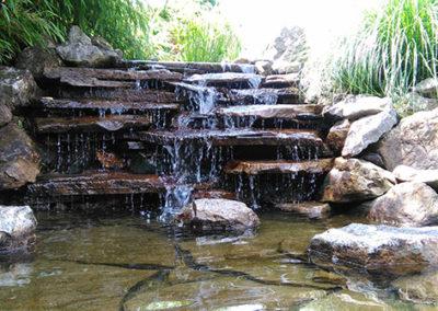 Lil'o bambous - ambiance du jardin - Cascade de l'étang