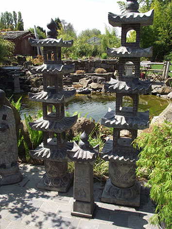 Lil'o bambous - ambiance du jardin - Pagodes chinoises en pierre à plusieurs toits