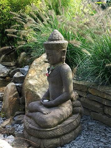 Lil'o bambous - ambiance du jardin - Statue thibétaine