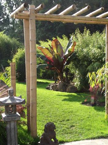 Lil'o bambous - ambiance du jardin - entrée vers le jardin