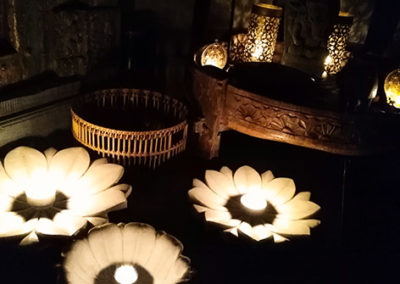 Lil'o bambous - ambiance nocturne - Ambiance du magasin - Lotus en marbre - Table indienne